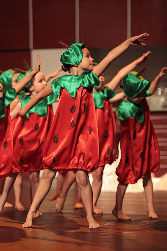 spectacle-danse-jazz-les-petits-pas-dans-les-plats-1